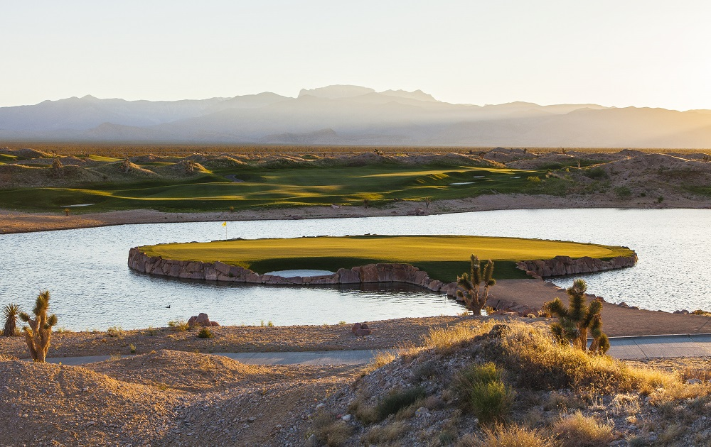 15wolf2_paiute_golf_resortsmaller